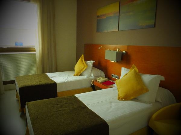 ホテル室内01_1日目① スペイン・マドリード到着_ある日本人観光客のスペイン旅行記